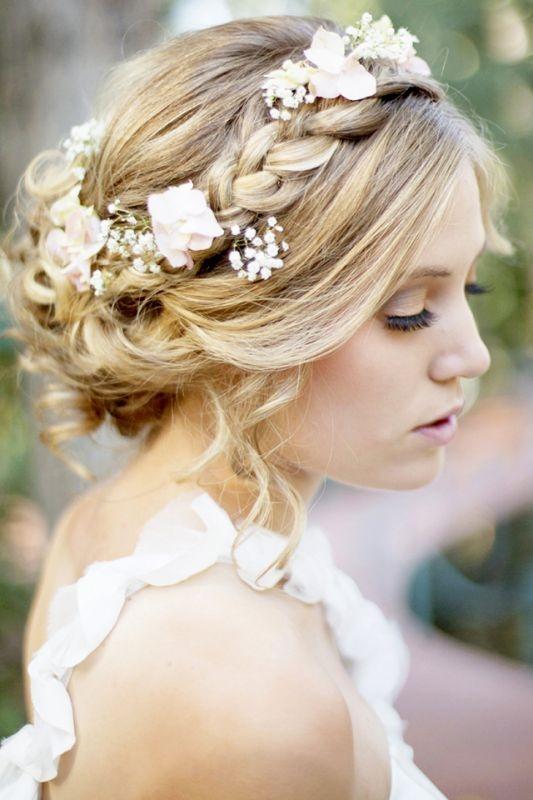 Нежные свадебные прически на средние волосы
