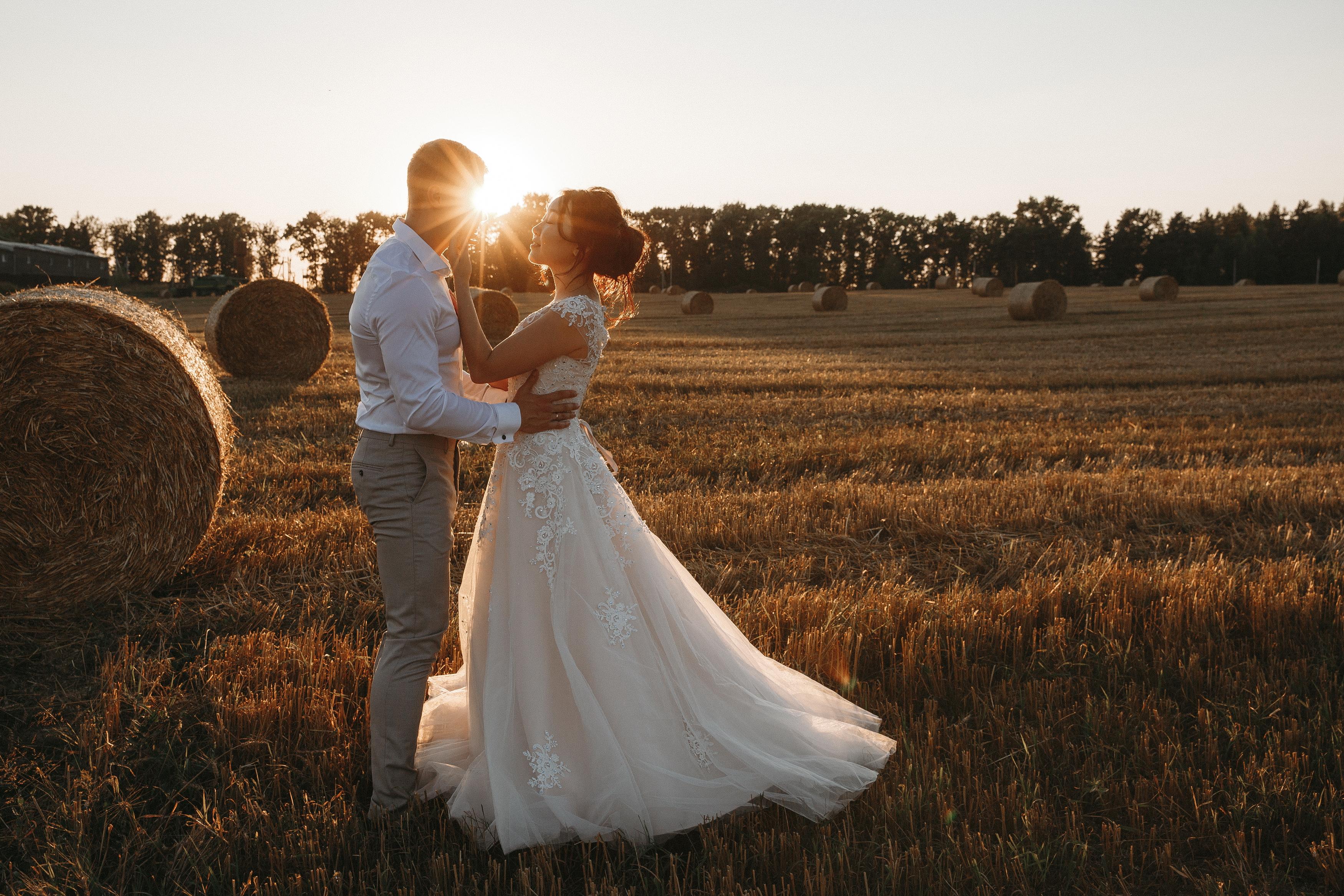 электрики домашние свадебная фотосессия стог сена слов для гифки